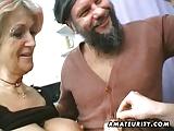 nonna puttana condivide il cazzo con nipotina porcella