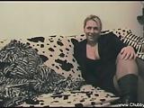 moglie italiana troia sesso sul divano