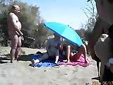 video guardoni in spiaggia con moglie ninfomane