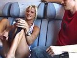 coppia scambista gangbang sul treno