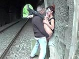 scopata alla stazione del treno bella porca italiana